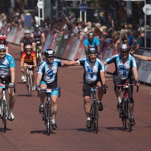 Prudential ridelondon-surrey 100 group on the mall