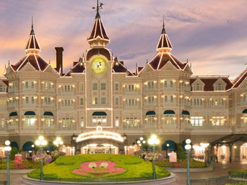 Disneyland Hotel Feature
